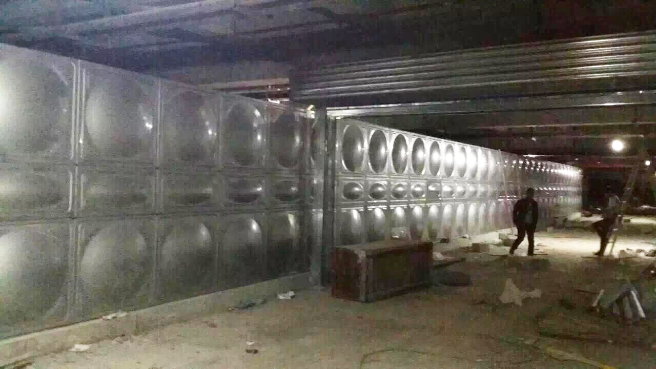 内蒙古鄂尔多斯市鄂托克前旗锦绣丽岛项目-3套恒压设备+600立方不锈钢方形水箱